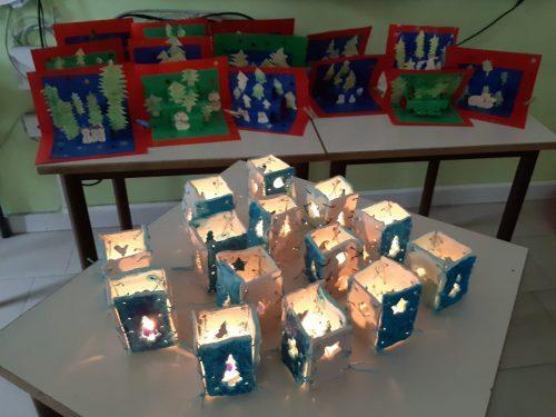 Cartoline di auguri, lanterne luminose e alberelli di Natale!